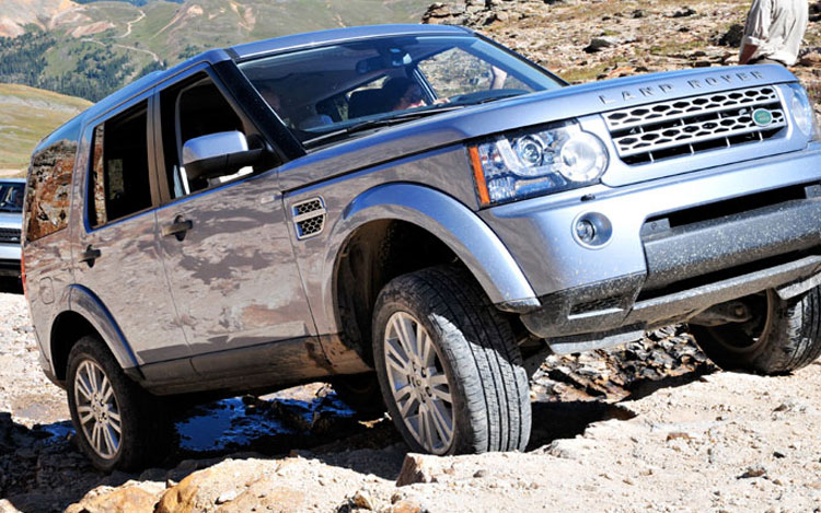 2011 Land Rover Range Rover Front Climb Promo