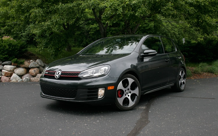 2010 Volkswagen GTI Front Three Quarters1