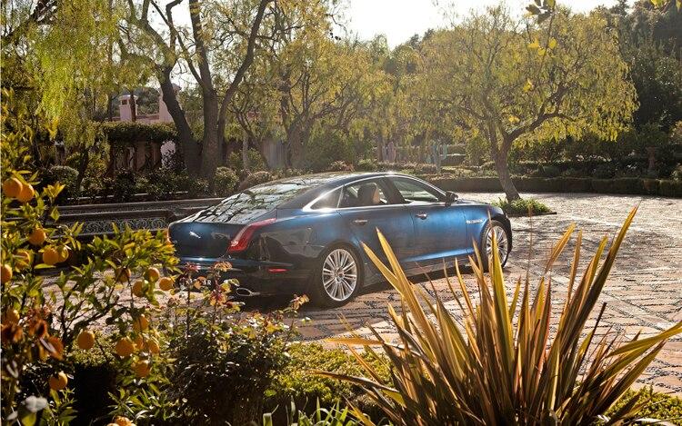 2011 Jaguar XJ Rear Three Quarters Static1