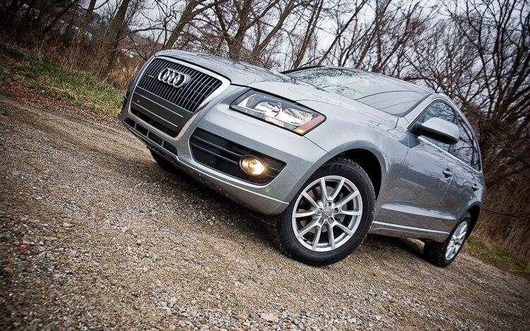 2011 Audi Q5 2 0t Front Three Quarters Static