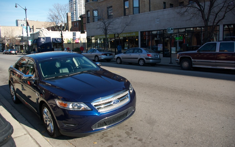 2011 Ford Taurus Limited Front Three Quarters1