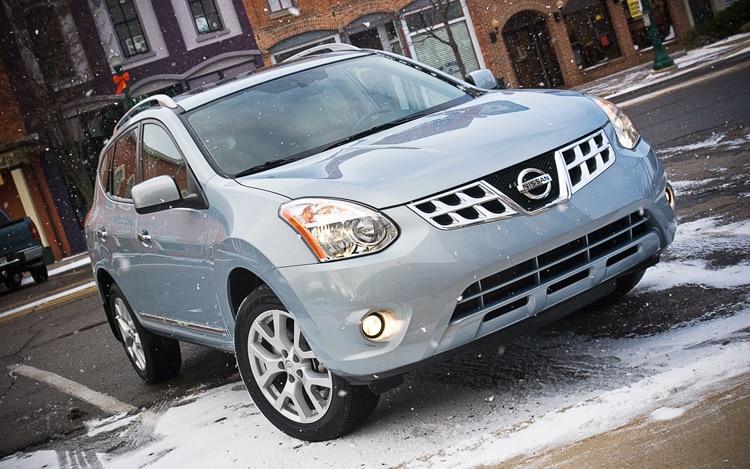 2011 Nissan Rogue SV Front Three Quarters