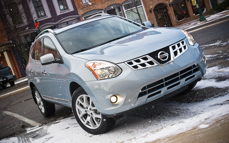 2011 Nissan Rogue SV Front Three Quarters