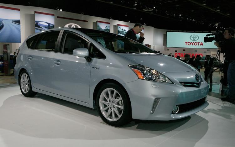 2012 Toyota Prius V Front Three Quarters1