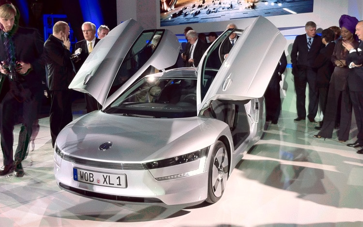 1101 02 Z Volkswagen Xl1 Concept Front Three Quarters View