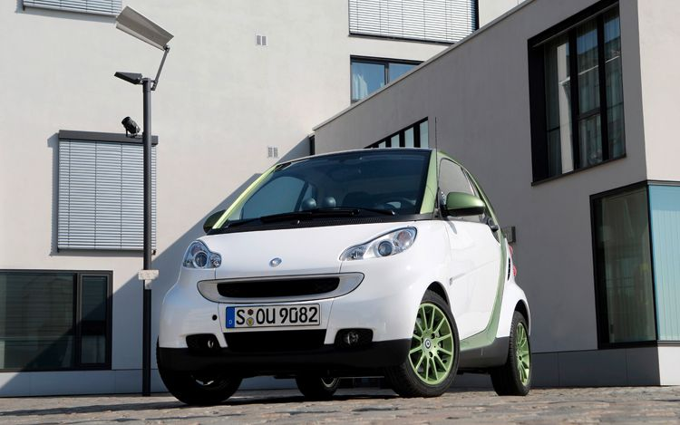 2010 Smart Fortwo Electric Drive Front View Static1