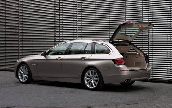 2011 BMW 5 Series Touring Rear Three Quarters1 660x413