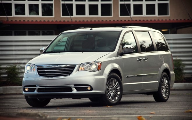 2011 Chrysler Town Country Front View1 660x413