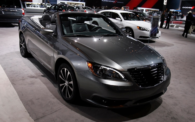 2011 Chrysler 200 Convertible V6 Front Three Quarters 2