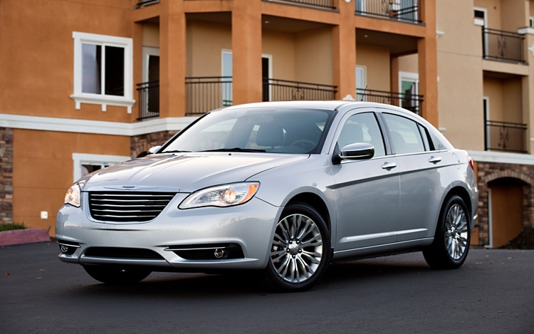 2011 Chrysler 200 Front Three Quarters Driver