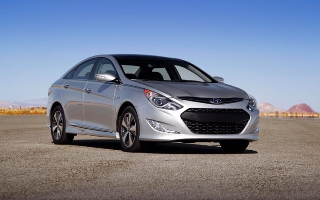 2011 Hyundai Sonata Hybrid Front Three Quarter View