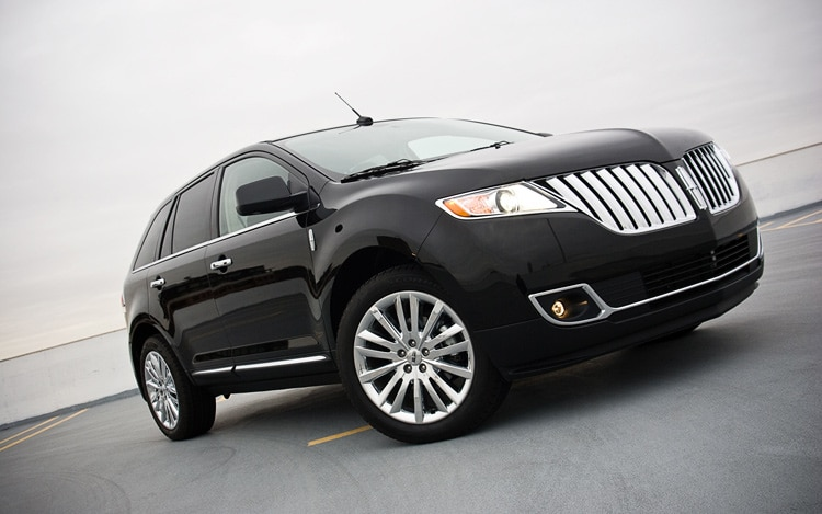 2011 Lincoln MKX Front Three Quarters1