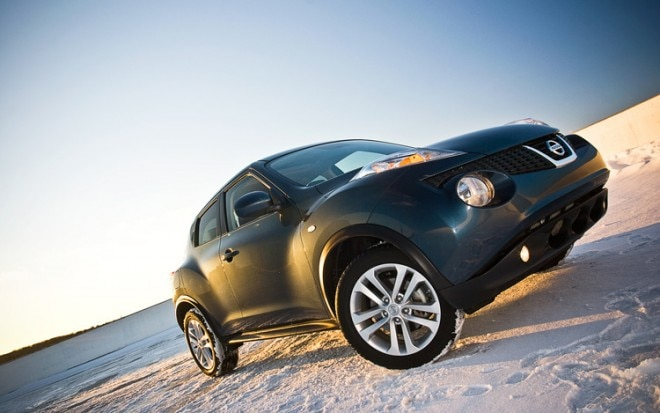 2011 Nissan Juke SL FWD Front Three Quarters Ground 660x413