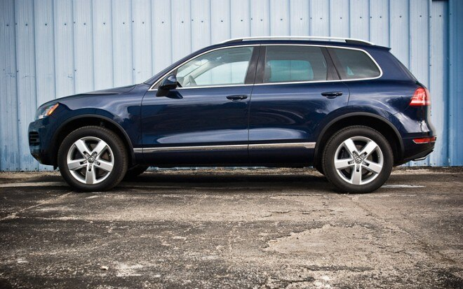 2011 Volkswagen Touareg Supercharged Hybrid Side 660x413