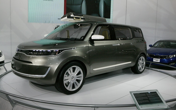 Kia KV7 Concept Front Three Quarters2