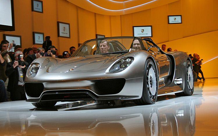 Porsche 918 Spyder Front Quarters View1