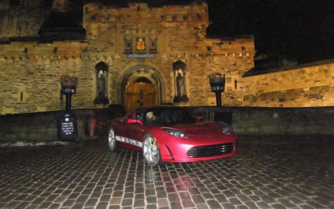 Tesla Roadster At Edinburgh Castle1 660x413