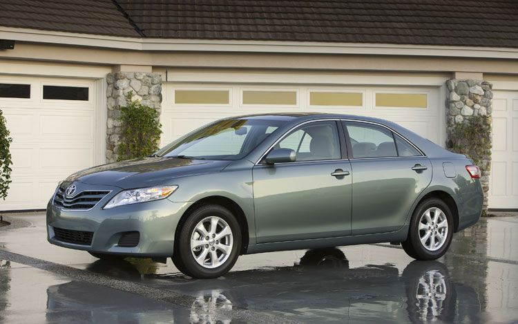 2010 Toyota Camry Front Three Quarter1