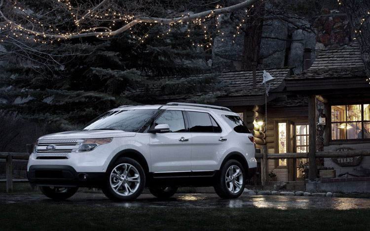 2011 Ford Explorer Front Three Quarters Night1