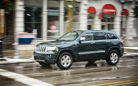 2011 Jeep Grand Cherokee Overland 4x4 Promo