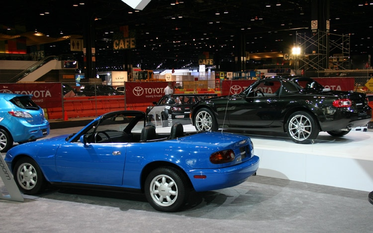 http://st.automobilemag.com/uploads/sites/11/2011/02/2011-mazda-mx5-miata-special-edition-and-first-generation.jpg