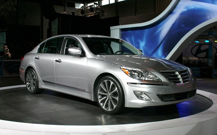 2012 Hyundai Genesis Sedan Front Three Quarter1
