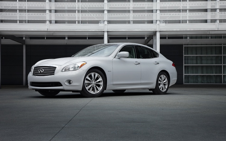 2012 Infiniti M35h Hybrid Front Three Quarters View