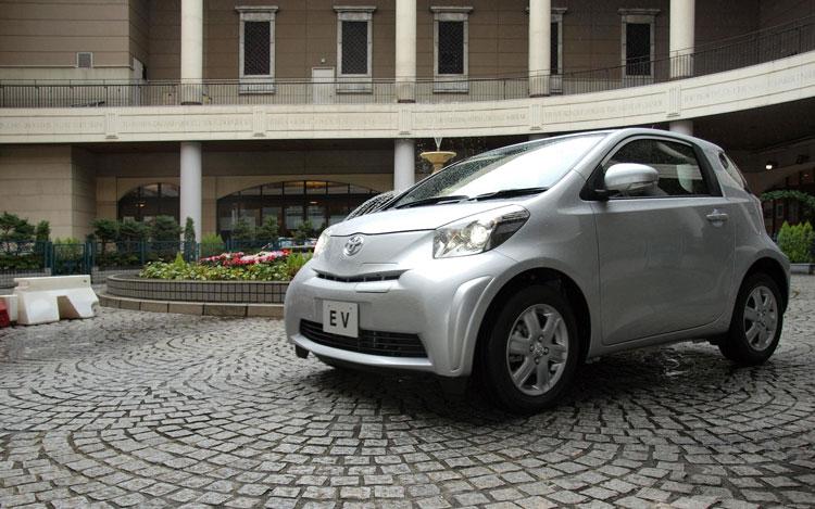 Toyota IQ EV Front Three Quarters1