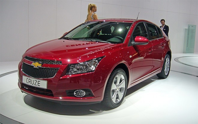 Chevrolet Cruze Hatchback Front Three Quarter1 660x413