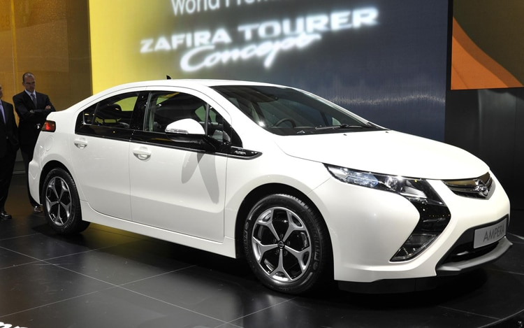 Opel Ampera Front View1