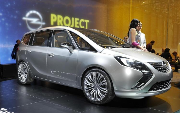 Opel Zafira Tourer Concept Front1