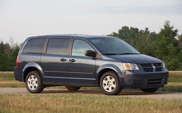 2010 Dodge Grand Caravan Front Three Quarters1