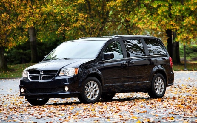2011 Dodge Grand Caravan Front Three Quarters11 660x413