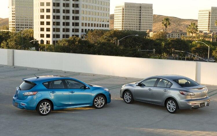 2011 Mazda3s Rear View1