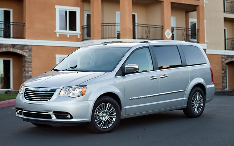 2011 Chrysler Town And Country Front Three Quarter 27