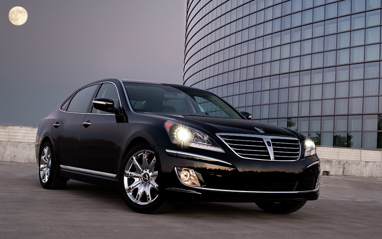 2011 Hyundai Equus Black Front Three Quarter5