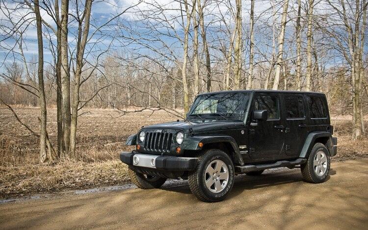 2011 Jeep Wrangler Unlimited Sahara 4x4 Front Three Quarters Static