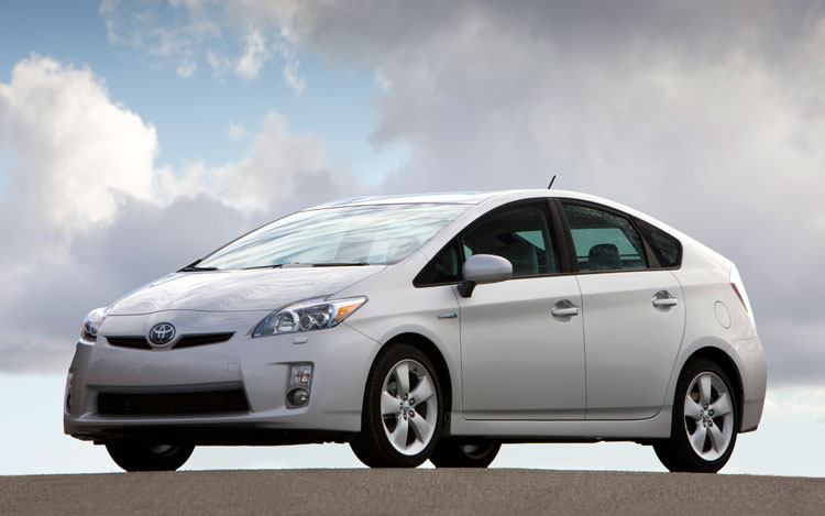 2011 Toyota Prius Front Angle1