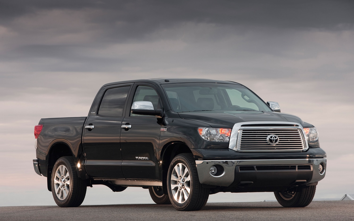 2011 Toyota Tundra Front Three Quarter4