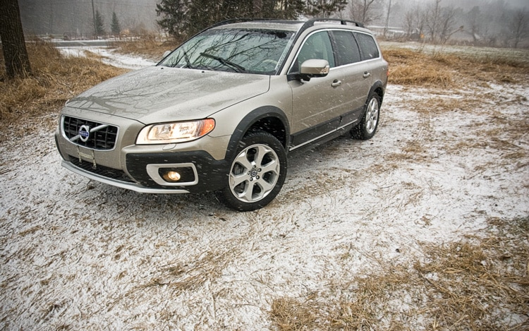 2011 Volvo XC70 Front Three Quarters Static Driver