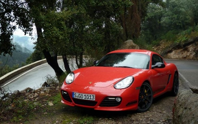 2012 Porsche Cayman R Front View1 660x413