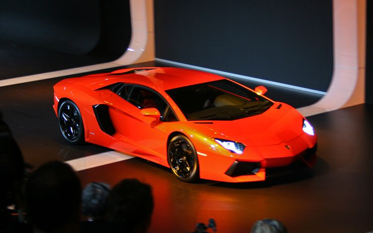 Lamborghini LP 700 4 Aventador Side