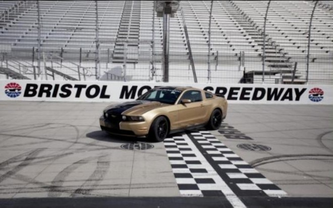 Ford Mustang Bristol Pace Car On Track1 660x413
