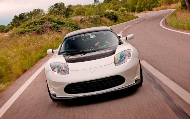 Tesla Roadster Driving1 660x413