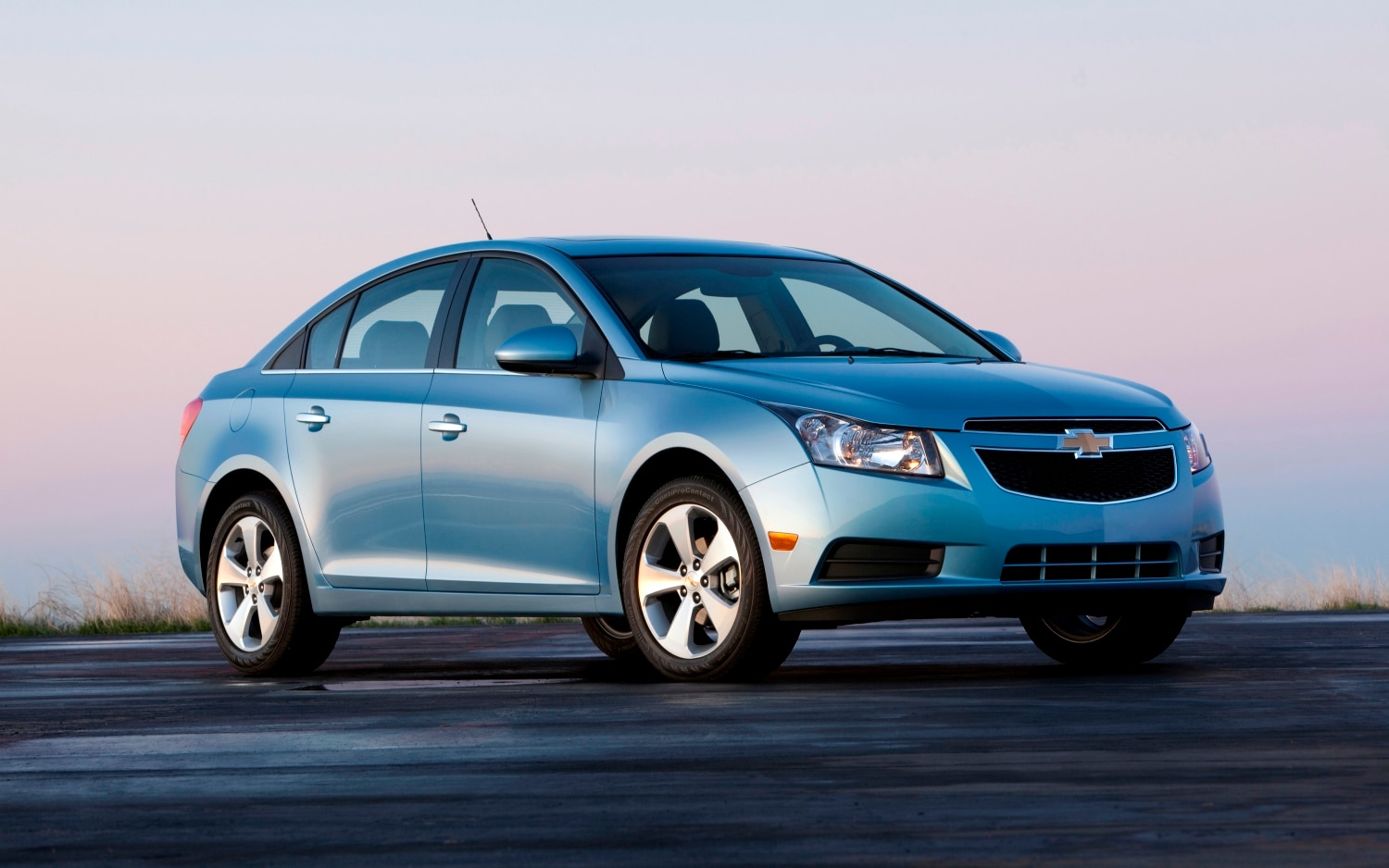 recall central steering wheels prompt recall of 2011 chevrolet cruze. Black Bedroom Furniture Sets. Home Design Ideas
