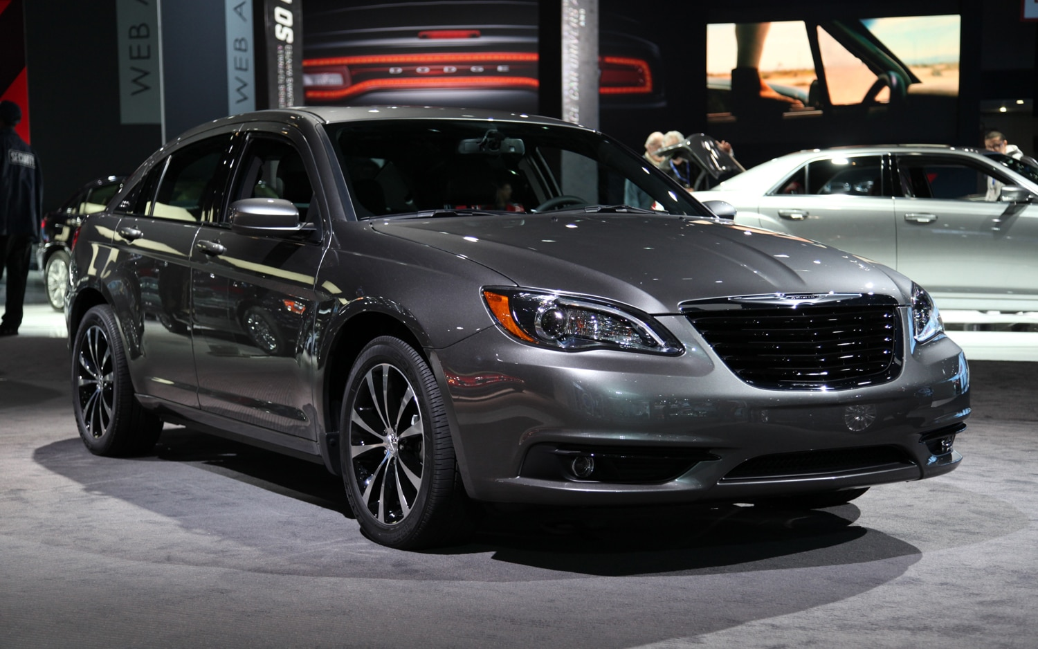 2011 Chrysler 200 S Front Three Quarters1