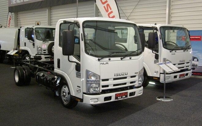 2011 Isuzu Nlr Front View1 660x413