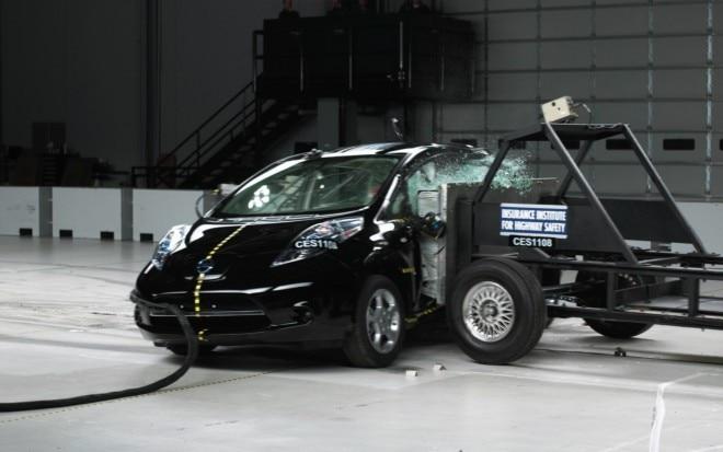 2011 Nissan Leaf Side Crash Test1 660x413