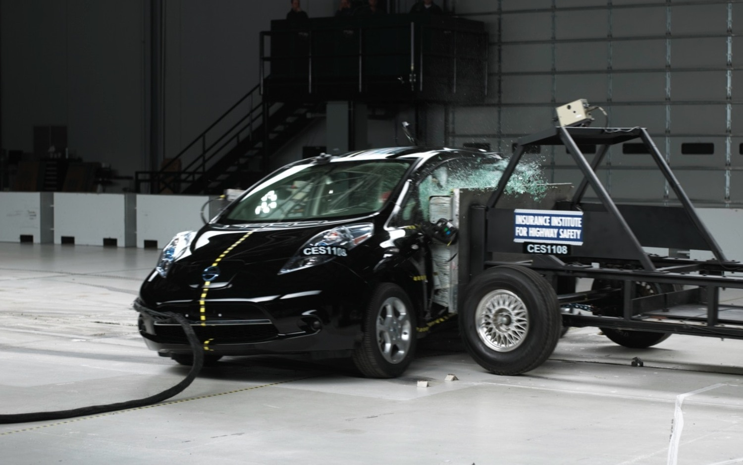 2011 Nissan Leaf Side Crash Test1