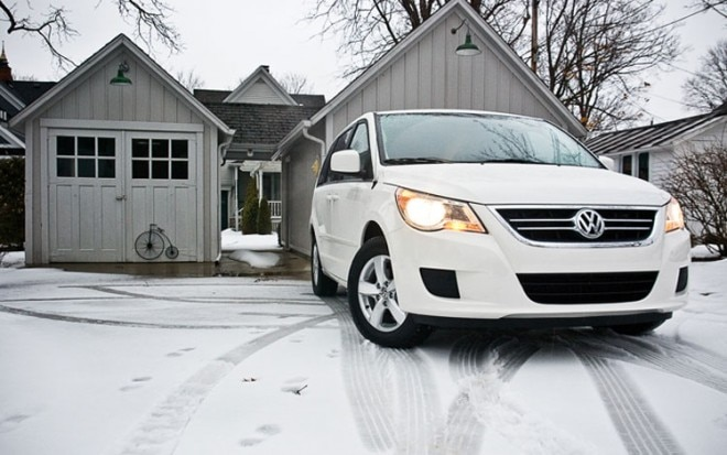 2011 Volkswagen Routan Se Front Side View2 660x413